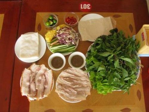 Bánh tráng cuốn thịt heo quay kiểu Hà Nội ở Hoàng Bèo