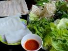 Bánh tráng cuốn thịt heo khó- lòng bỏ qua khi đến Đà Nẵng.