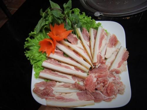 Thịt bê với những thớ thịt đỏ tươi pha chút mỡ xen kẽ đảm bảo vừa ngon vừa ngọt lại vừa mềm
