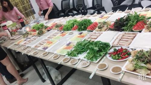 Bữa tiệc nhỏ công ty với Bánh tráng cuốn thịt heo Hoàng bèo